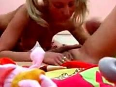 baixar Vídeo de ninfetas lésbicas de 18 anos tranzando download