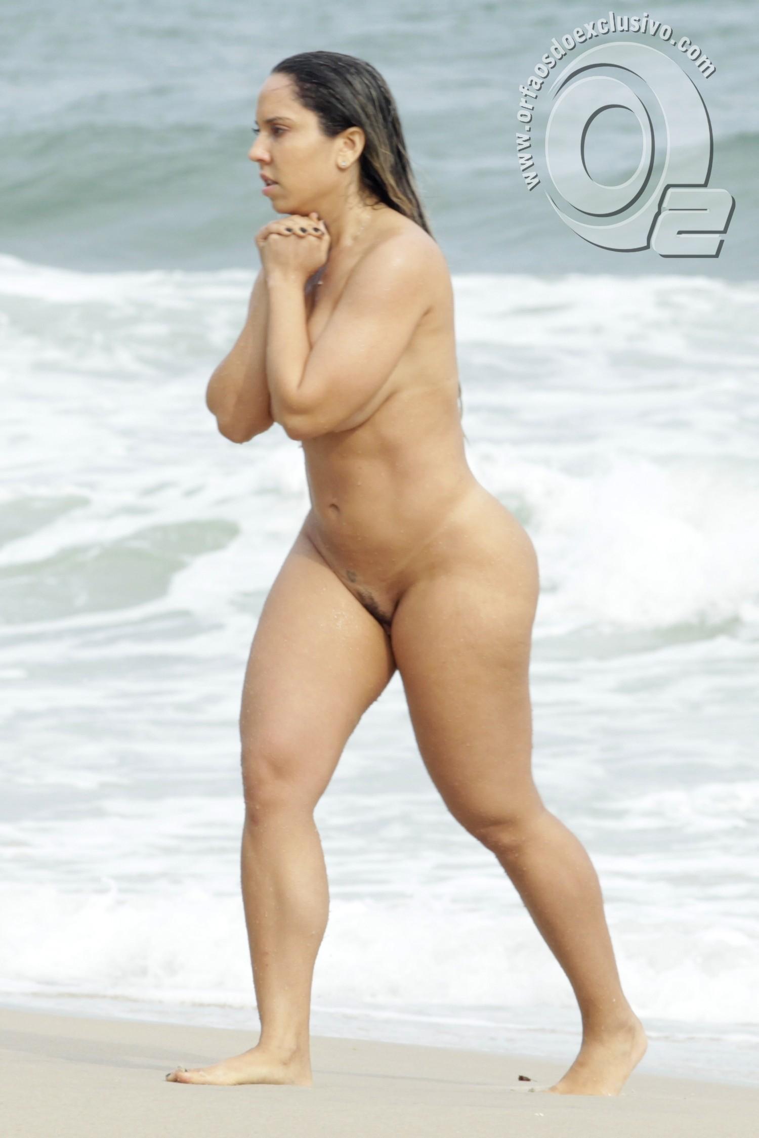 veio ao mundo em praia de nudismo de abrico na reserva de grumari rj