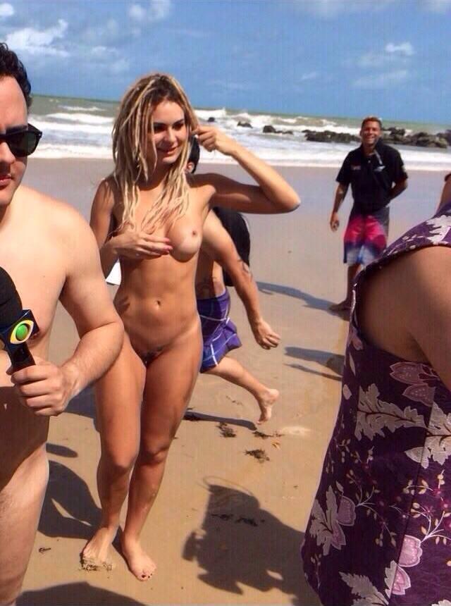 Fotos da mendigata do Pânico pelada na praia de Tambaba download