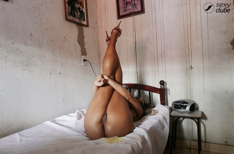 baixar Revista Sexy   Mulher Melão (Renata Frisson)   Fotos + Video Making Of   Junho 2016 download