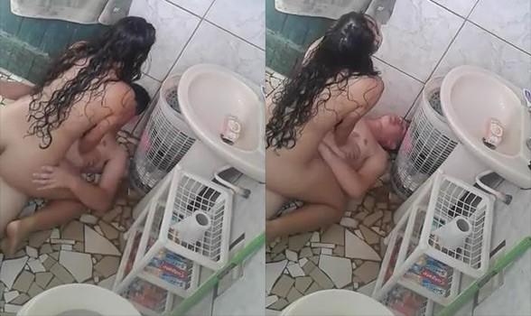 baixar Novinha sentando na rola do amigo no banheiro download