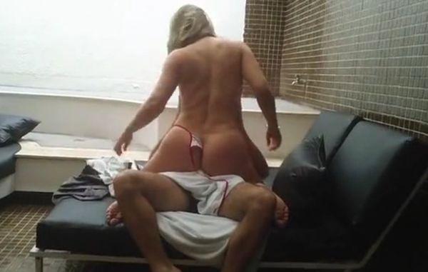 baixar Fudendo uma puta gostosa no fim de semana - Caiu na net download