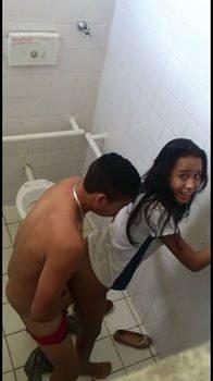 baixar Novinha Victoria Aires flagrada fodendo no banheiro da escola download